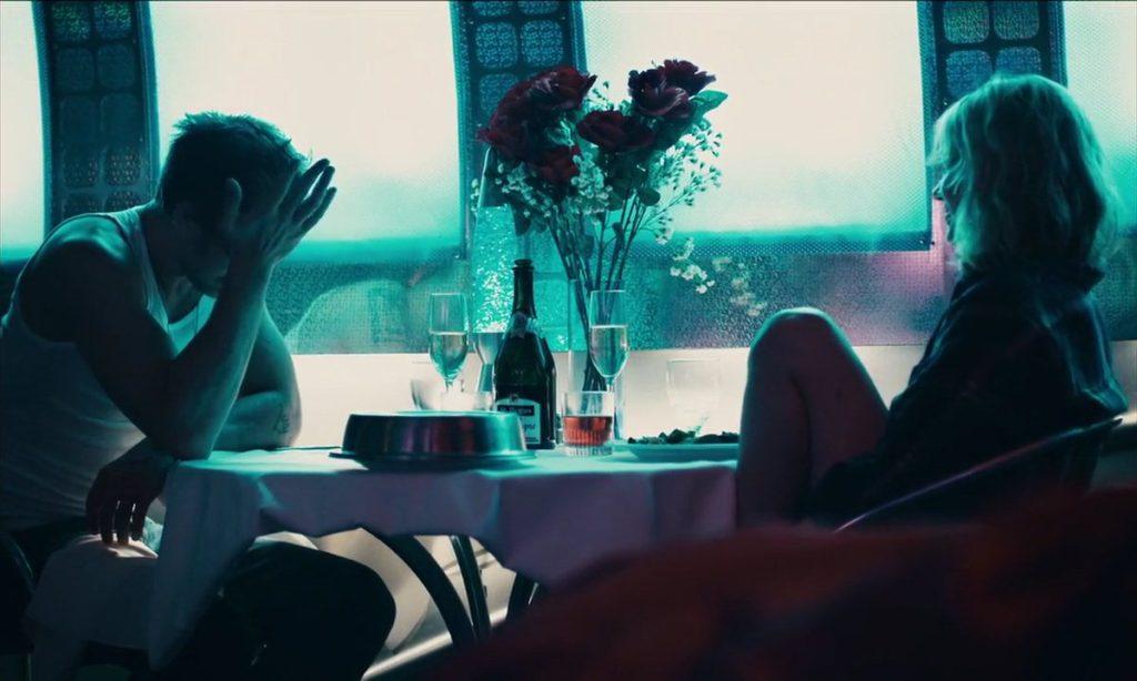 blue-valentine-ryan-gosling-michelle-williams-hotel-room